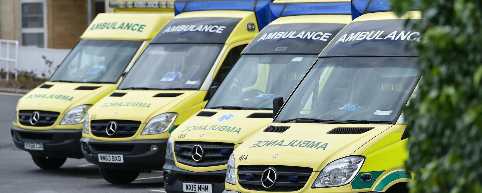 Bath,,Uk,-,February,10,,2015:,Ambulances,Wait,On,Standby