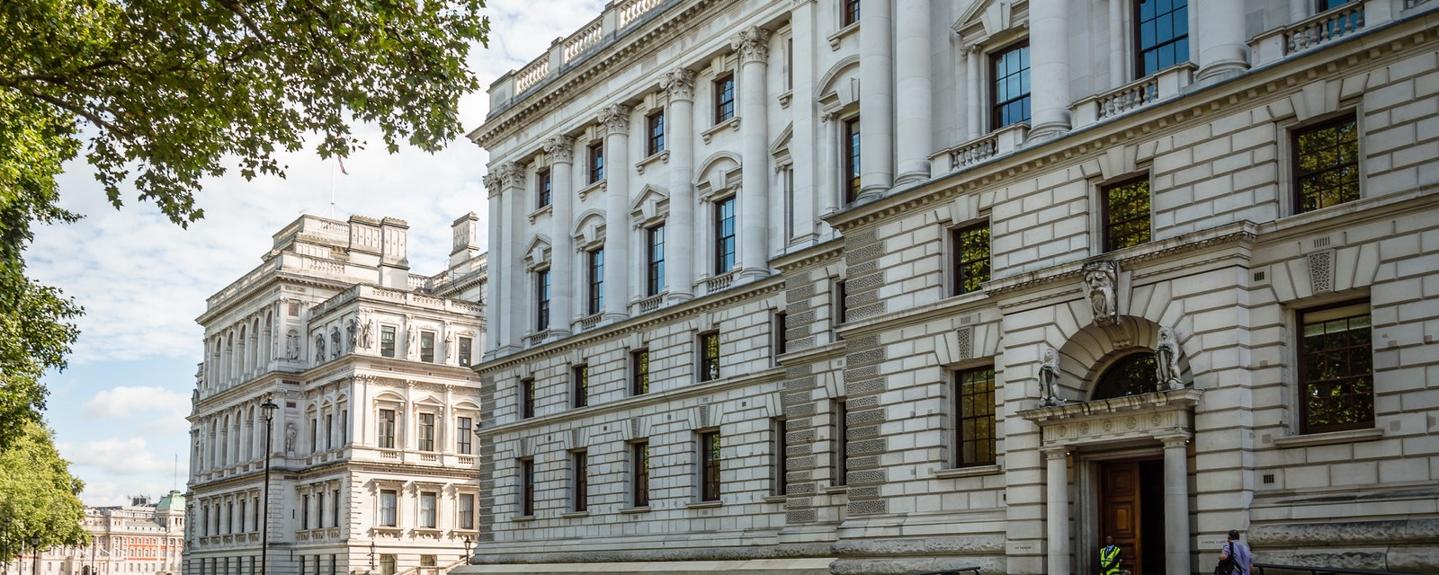 London,,Uk,-,August,19,,2015:,Her,Majesty's,Treasury,Building,