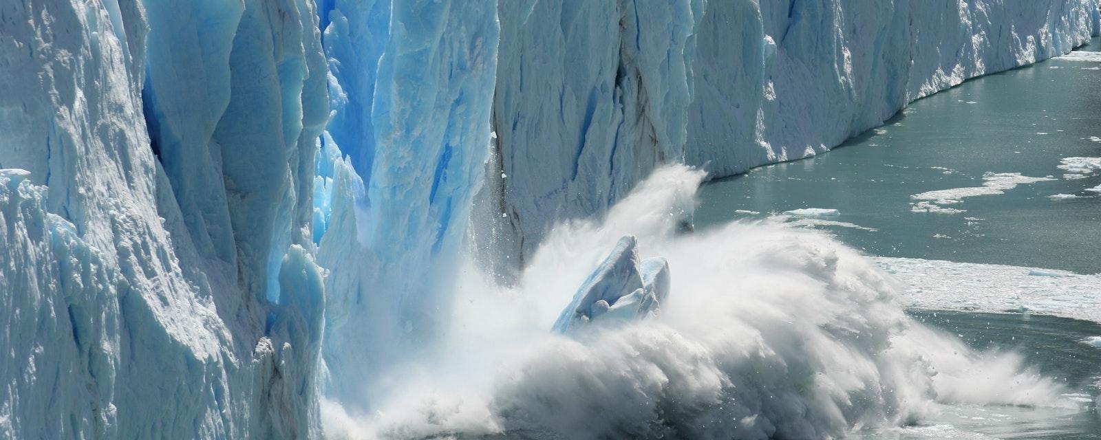 Climate,Change,-,Antarctic,Melting,Glacier,In,A,Global,Warming