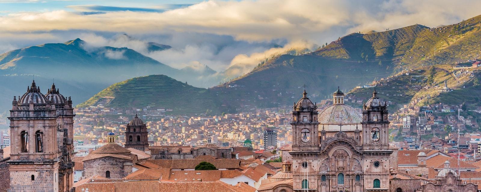 Morning,Sun,Rising,At,Plaza,De,Armas,,Cusco,,City